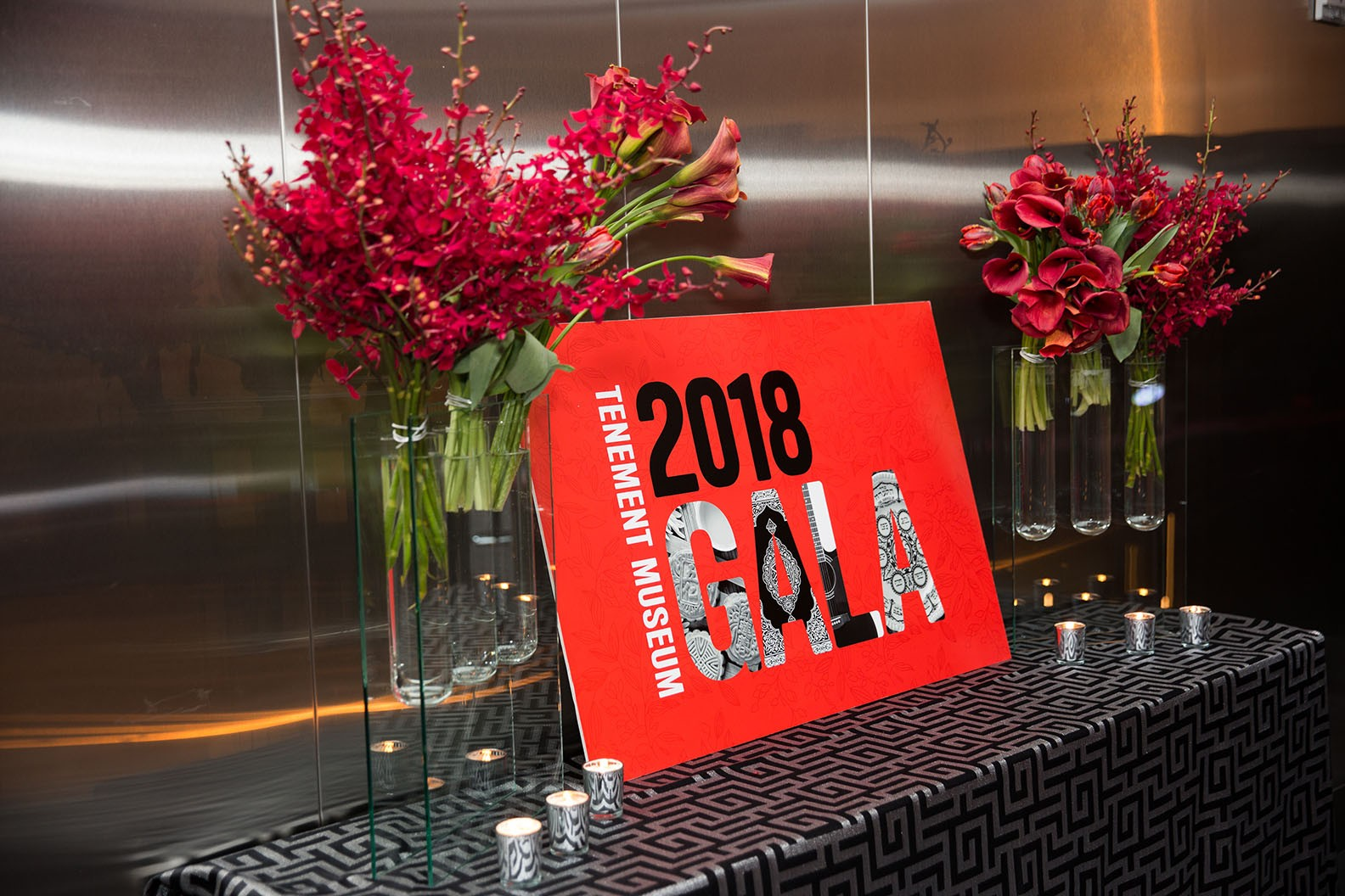 Gala 2018 sign on a table with flowers