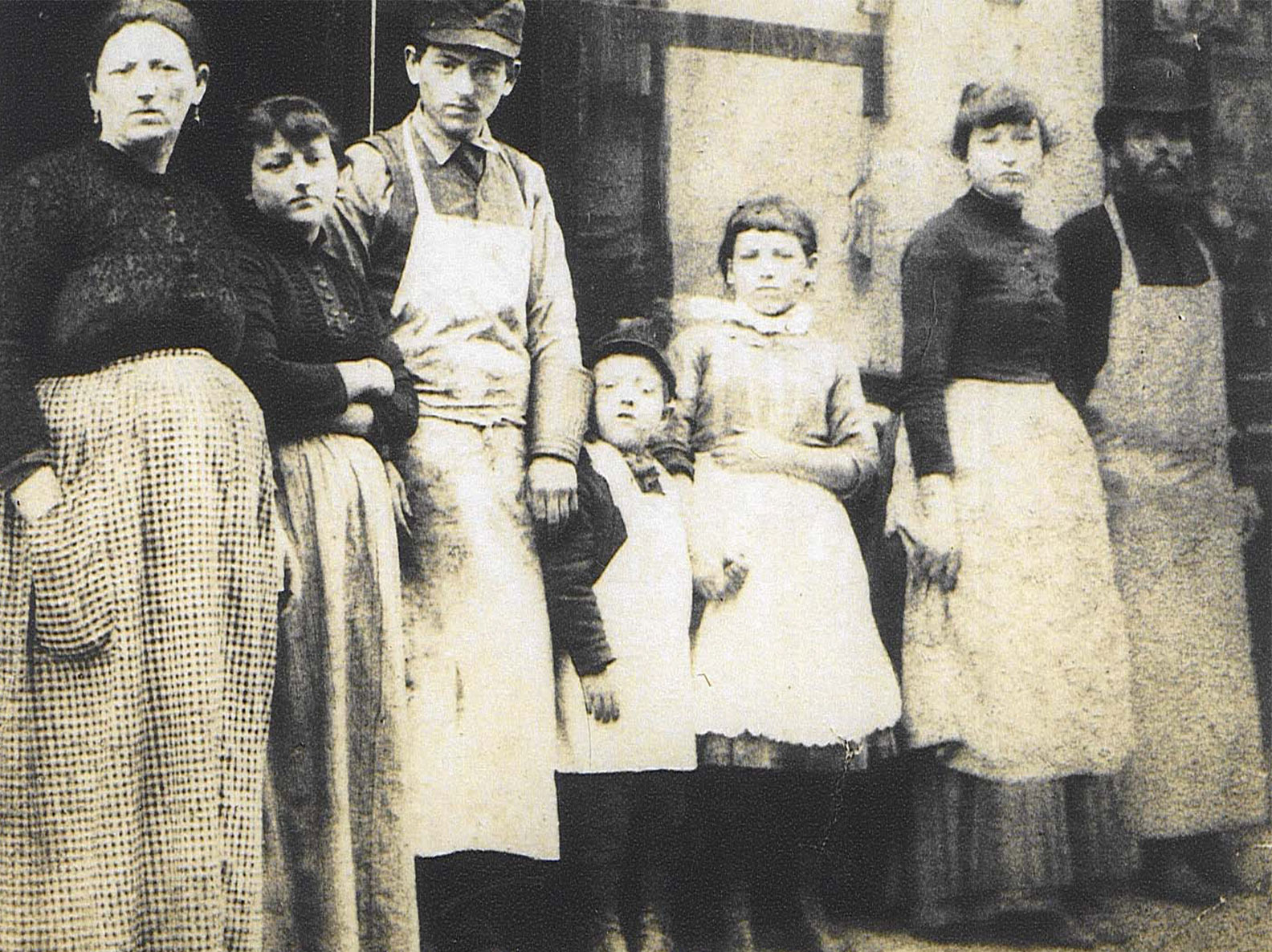 Photo portrait of the Lustgarten family