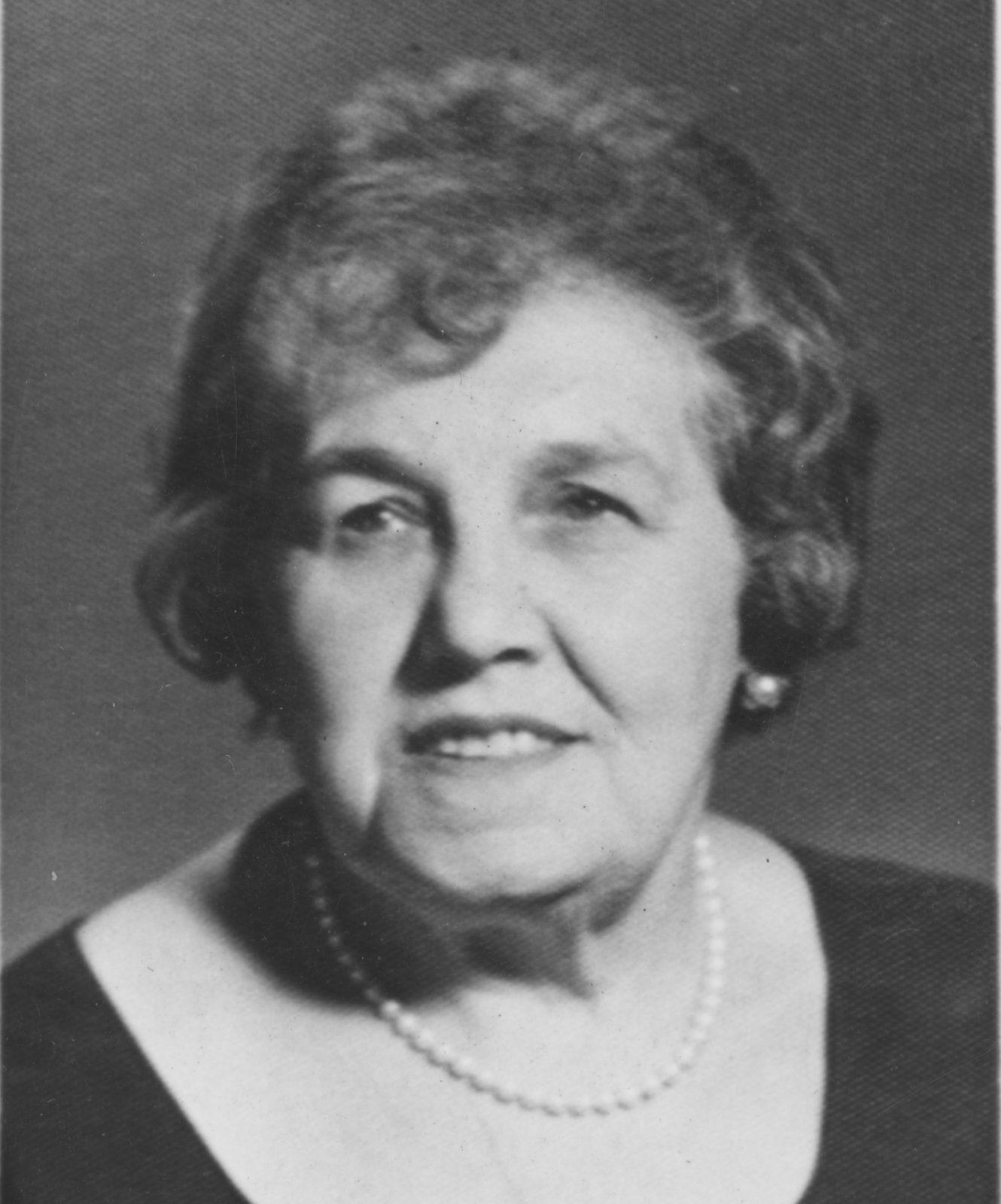 Photo of Bessie Rogarshevsky as an older women.