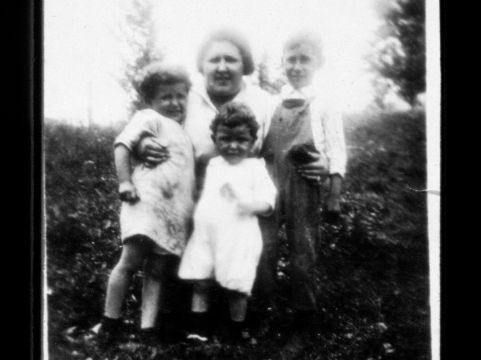 Bessie Rogarshevsky as an adult posing with her children.