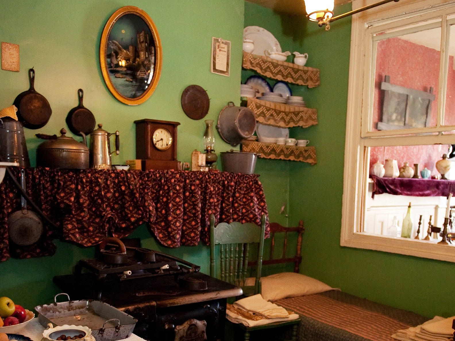The recreated apartment kitchen of the Rogarshevsky family in 1911.